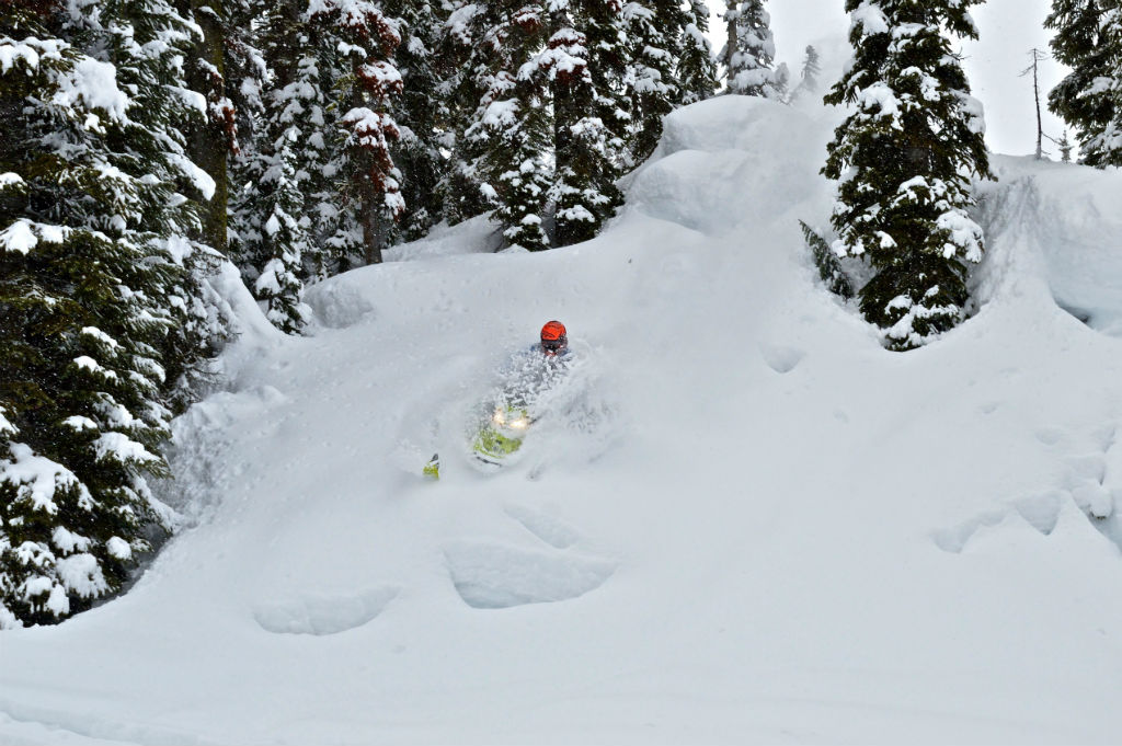 Submersible pillow lines. PC: Kevin Wiesener R: Brandon Wiesener
