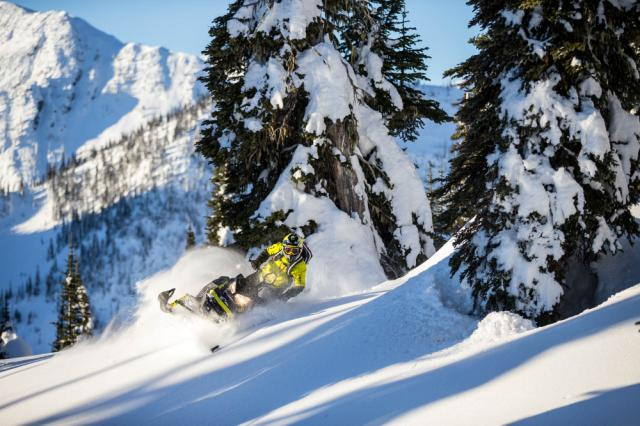 Ski-Doo fans will be pumped to get their grubby mitts on the new 2017 Summit.