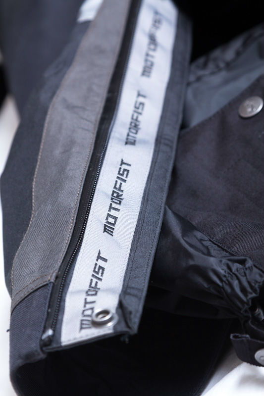 Full-length waterproof leg zips making for easy on's and off's.