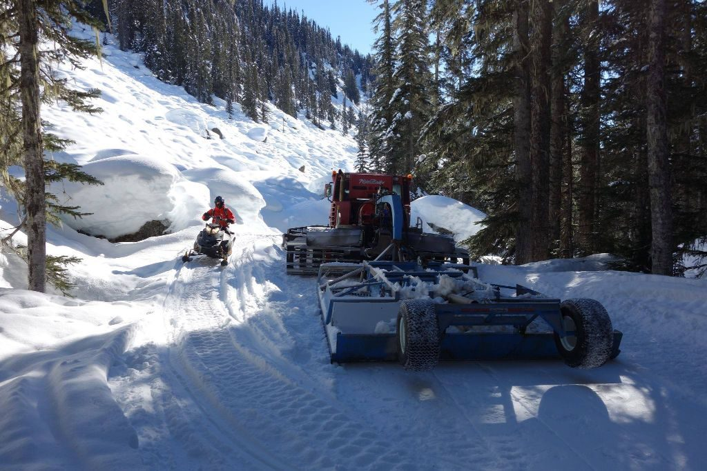 Groomer broke down near cabin photo: Ray Mason