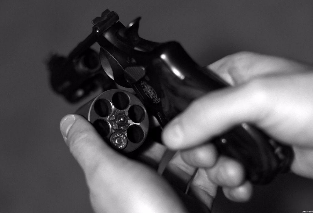 качестве картинки револьвер в руках определиться материалами, которые