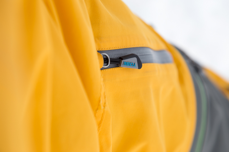 The YKK Aquaguard zips have little TOBE pulls on them that are easy to grab with gloves on.