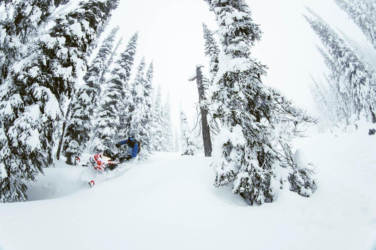 2021 Ski-Doo Summit Lineup 04