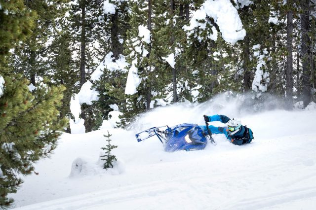 Who Is the Mid-Sized Yamaha SXVenom Mountain Sled For?